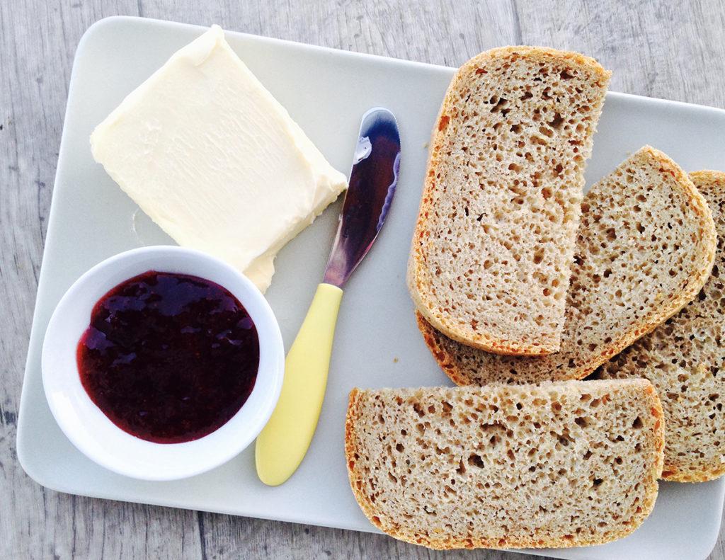 rohlicek-domaci-psenicno-zitny-chleba