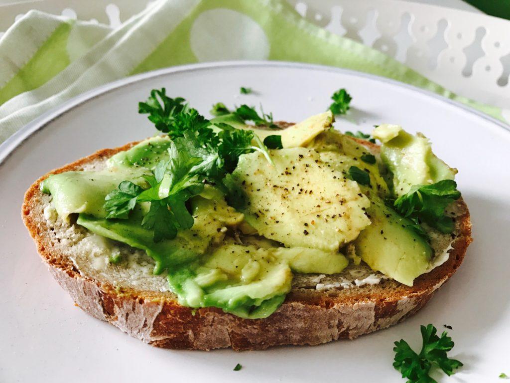 Zdravá snídaně avokádo